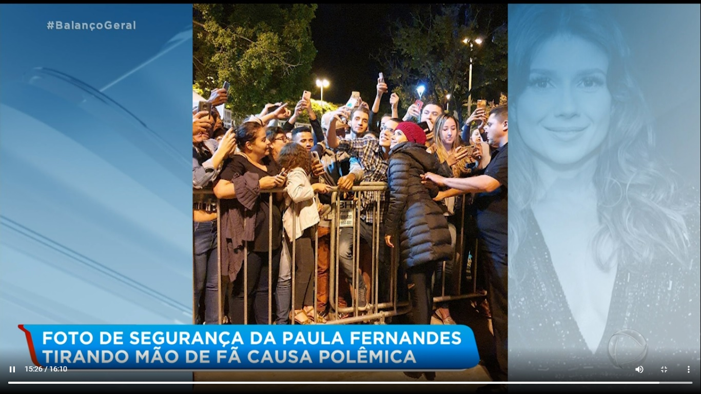 Paula Fernandes tem foto onde segurança tira braço de fã da cintura da cantora (Imagem: Reprodução)