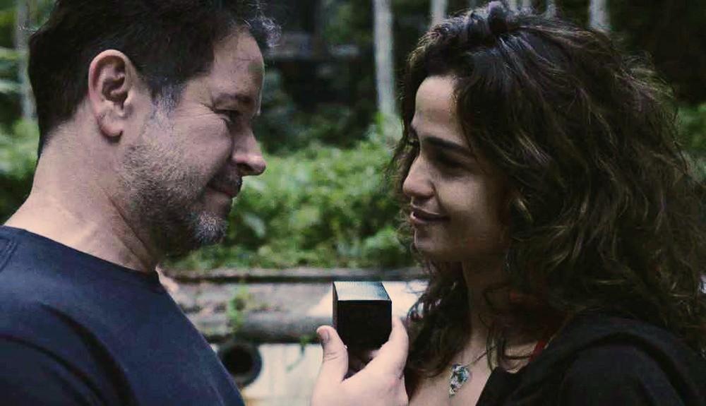 Raul e Érica em cena de Amor de Mãe
