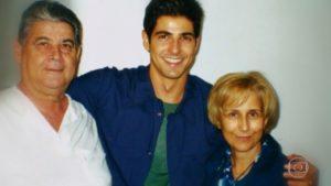 O ator Reynaldo Gianecchini com os pais (Imagem: arquivo pessoal / GShow)