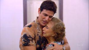 Reynaldo Gianecchini e sua mãe no quadro De Volta ao Passado no Caldeirão do Huck (Imagem: Reprodução)