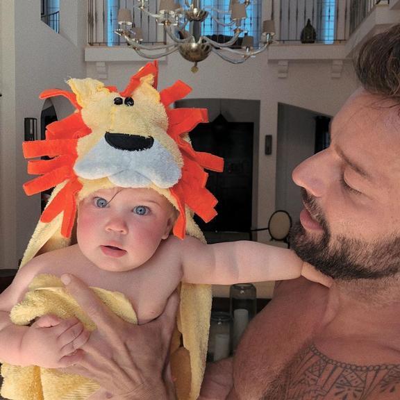 Em comemoração ao aniversário, Ricky Martin encanta web (Foto: Reprodução)