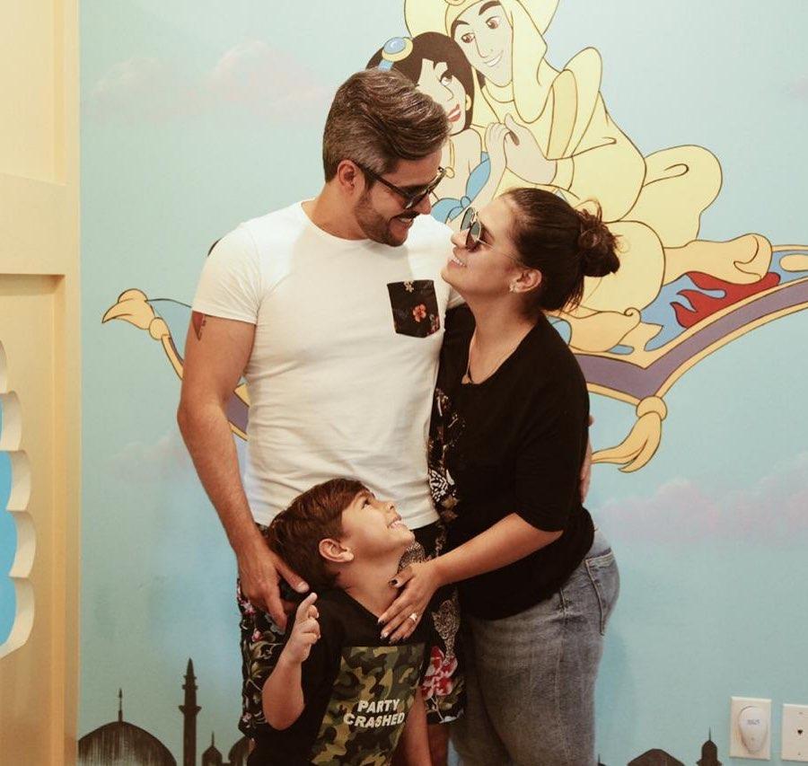 Família da jurada do The Voice Kids da Globo, Simone, seu marido Kaká e seu filho, Henry (Foto: Reprodução)