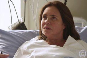 Thelma descobriu em uma cama de hospital que tem um aneurisma em Amor de Mãe (Foto: Reprodução/TV Globo)