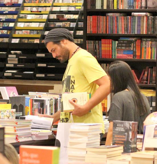 Thiago Lacerda é flagrado em shopping após polêmica (Foto: Daniel Delmiro / AgNews) polícia