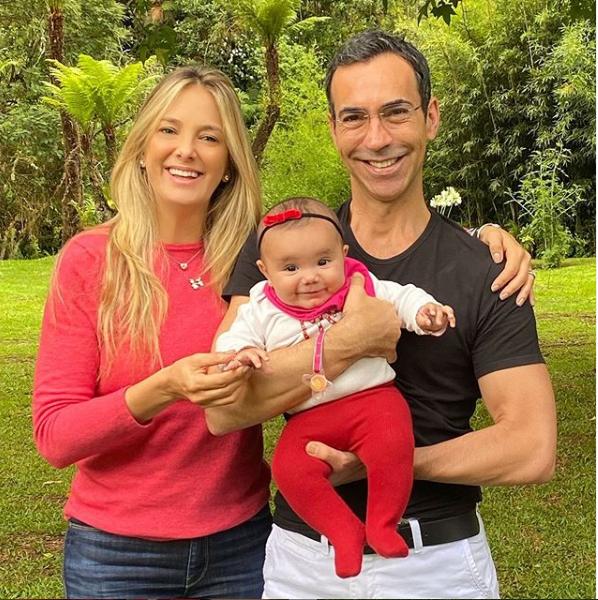Ticiane Pinheiro, César Tralli e filha (Foto: Reprodução)