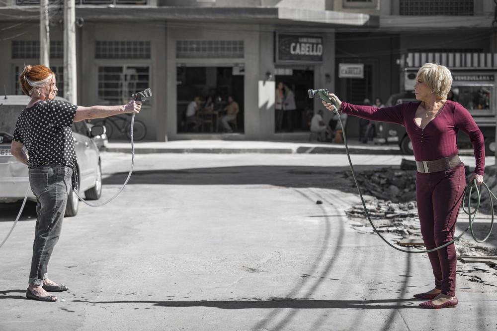Yolanda (Vera Holtz) e Turandot (Arlete Salles) são capazes de tudo para prejudicar a vida uma da outra — (Foto: Reprodução)