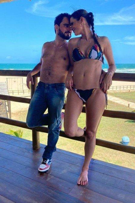 Luciano Camargo surgiu ao lado de Flávia e deixou o corpo sarado à mostra (Foto: Reprodução/ Instagram)