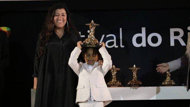 Regina Casé recebeu o prêmio de melhor atriz por Três Verões (Foto: Davi Campana)