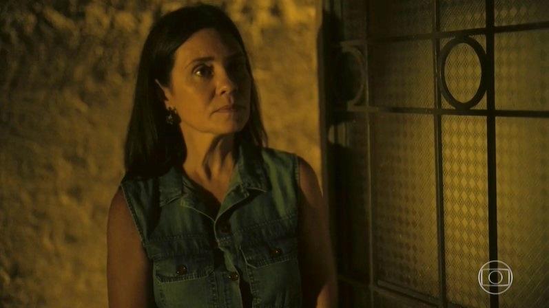 Thelma (Adriana Esteves) dará pista de crime do passado em Amor de Mãe (Foto: Reprodução/Globo)