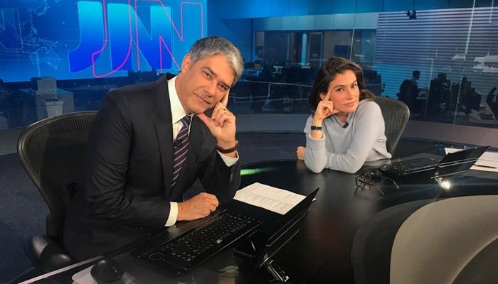 William Bonner e Renata Vasconellos no Jornal Nacional, que fez a Globo embolsar milhões com propaganda do Magazine Luiza (Foto: Reprodução/Globo)