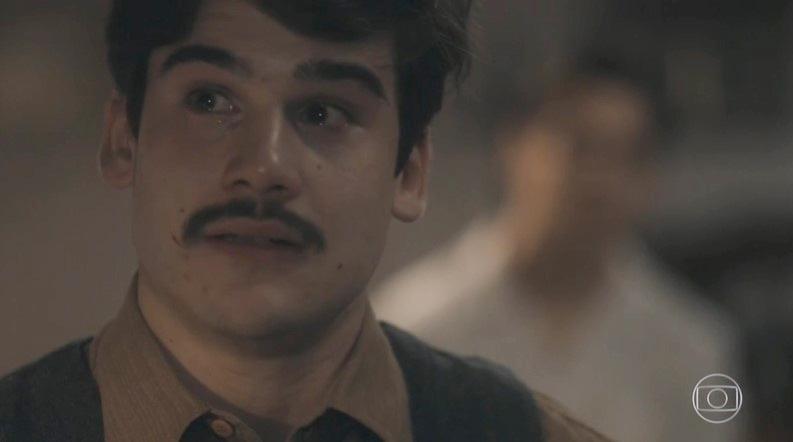 Alfredo (Nicolas Prattes) será humilhado em Éramos Seis (Foto: Reprodução/Globo)