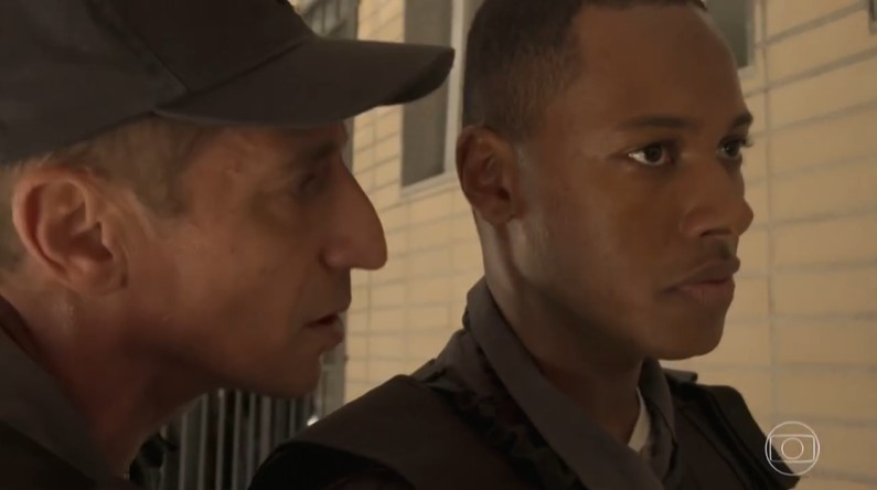 Belizário (Tuca Andrada) armará emboscada e matará Wesley em Amor de Mãe (Foto: Reprodução/Globo)