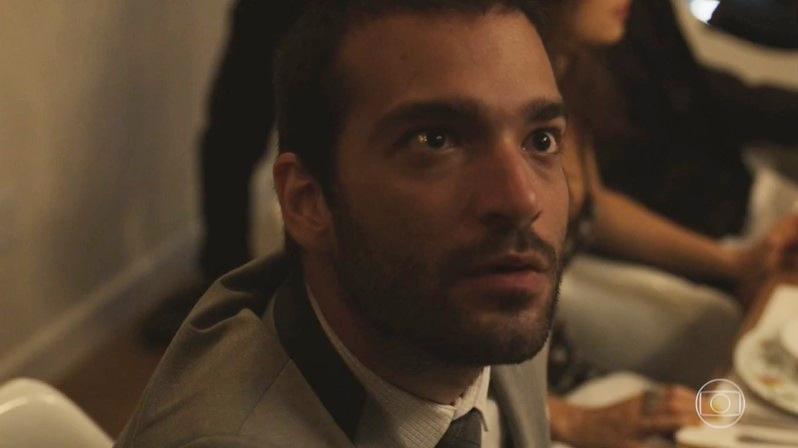Sandro (Humberto Carrão) esconderá segredo do irmão em Amor de Mãe (Foto: Reprodução/Globo)