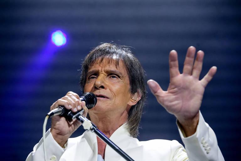 Roberto Carlos parabeniza o cantor Zeca Pagodinho (Foto: Reprodução)
