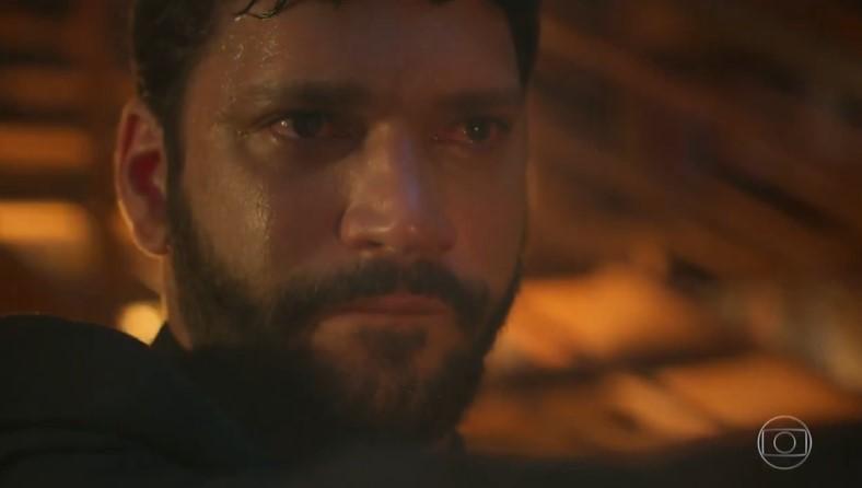 Diogo (Armando Babaioff) tem segredo guardado até o último capítulo em Bom Sucesso (Foto: Reprodução/Globo)