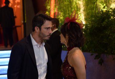 Tobias descobre Donatella sai com Ramiro na novela Amor Sem Igual