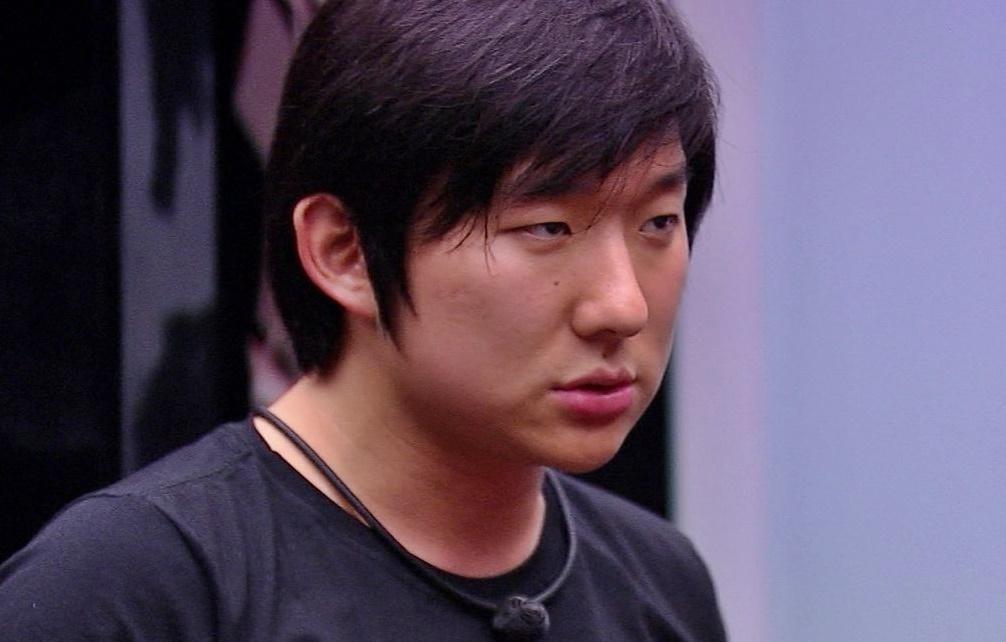 O famoso digital influencer e empresário, Pyong Lee não conseguiu esconder o quanto está preocupado com o próximo paredão do BBB 20 da Globo (Foto: Reprodução/Globoplay)