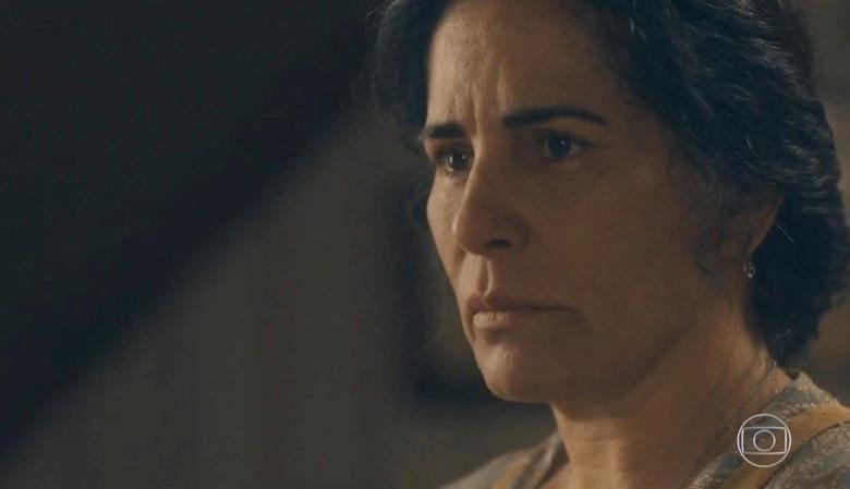 Lola (Gloria Pires) descobrirá que a filha está saindo com homem mais velho em Éramos Seis (Foto: Reprodução/Globo)