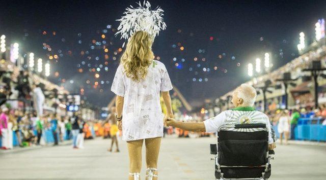 Os dois amigos em Bom Sucesso Paloma e Alberto dão show em antepenúltimo capítulos (Foto: Divulgação)