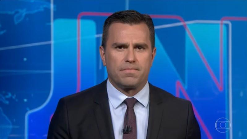 Rodrigo Bocardi no comando do Jornal Nacional de segunda-feira (30): maior ibope da TV (Foto: Reprodução/Globo)