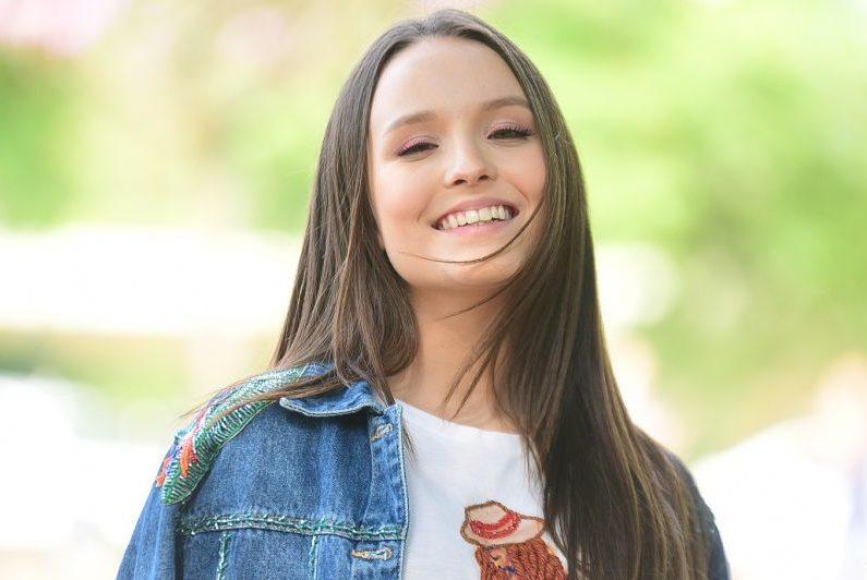 Larissa Manoela interpretará duas personagens em Além da Ilusão, nova novela das seis da Globo (Foto: Divulgação)