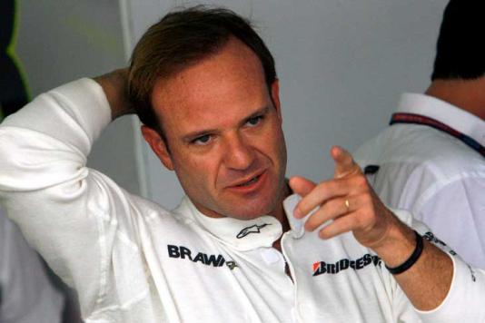Rubinho diz que sempre ora pelo seu ex-companheiro de Ferrari, Michael Schumacher (Foto: Reprodução)