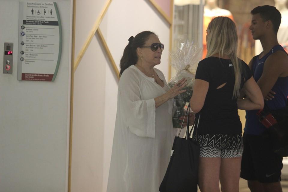 Susana Vieira foi clicada chorando em shopping do Rio (Reprodução: AgNews) globo