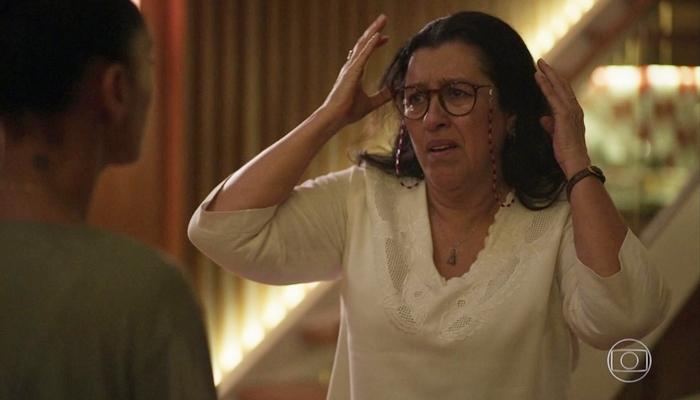 Regina Casé (Lurdes) em cena de Amor de Mãe, que voltou a ser a maior audiência do dia (Foto: Reprodução/Globo)