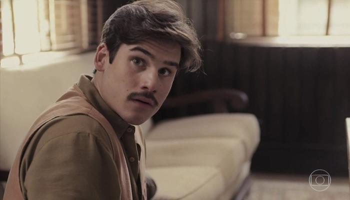 Alfredo (Nicolas Prattes) surtará em Éramos Seis (foto: reprodução/TV Globo)