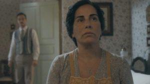 Lola (Gloria Pires) sofrerá com a partida de Alfredo em Éramos Seis (Foto: Reprodução/Globo)