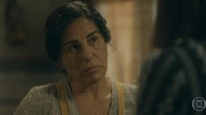 Lola (Gloria Pires) será enganada pela irmã em Éramos Seis (Foto: Reprodução/Globo)
