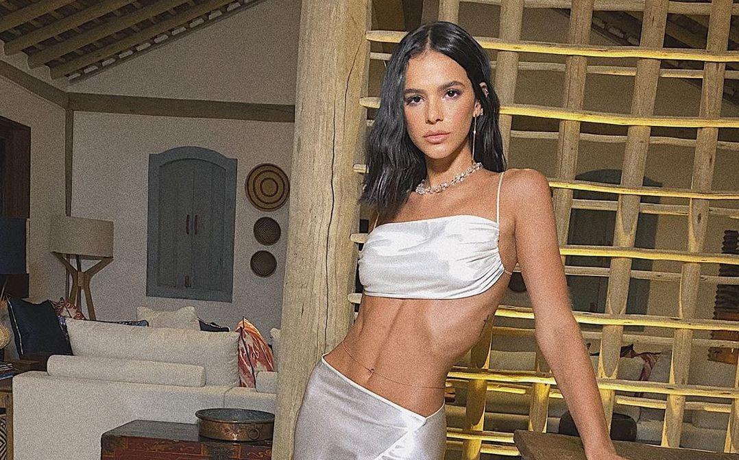 Bruna Marquezine mostrou o corpo após ser criticada por magreza (Foto: Reprodução/Instagram)