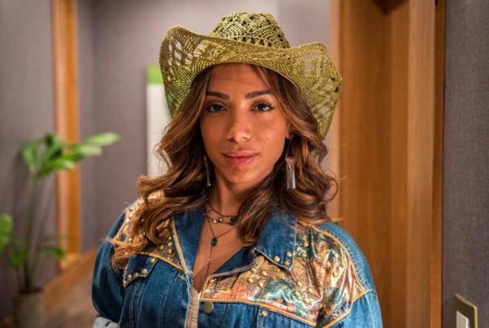Anitta como a personagem Sabrina da novela Amor de Mãe (Foto: Reprodução)