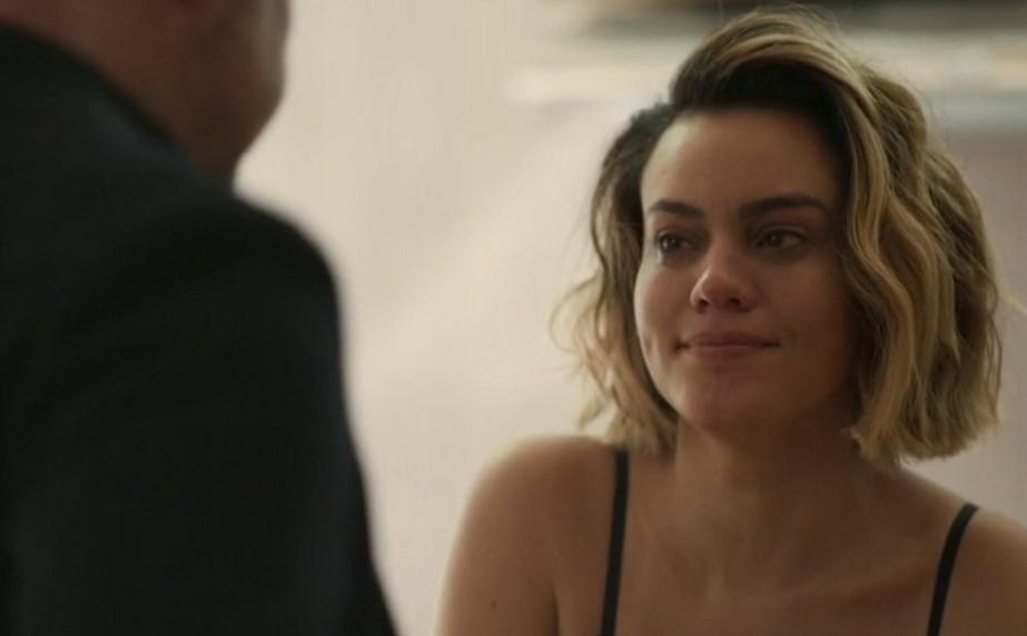 Estela de Letícia Lima passou a se envolver com Álvaro em Amor de Mãe (Foto: Reprodução)