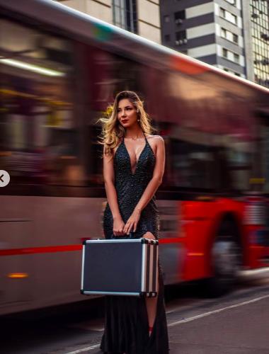Luanna Mendes fez ensaio ousado para chamar atenção de Patrícia Abravanel. Foto: Reprodução/Instagram