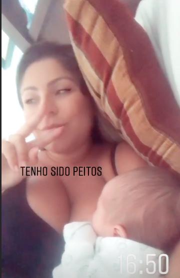 A esposa de Thammy Miranda, Andressa Ferreira brincou com os seus seguidores ao exibir Bento mamando (Foto: Reprodução/Instagram)
