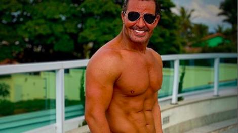 O famoso cantor sertanejo, Eduardo Costa deixou os seus seguidores de queixo caído ao mostrar o seu bronzeado mais que sensual nas redes sociais (Foto: Reprodução/Instagram)