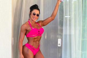 A famosa musa fitness e esposa do cantor Belo, Gracyanne Barbosa voltar a agitar a vida de seus seguidores mais uma vez ao expor demais nas redes sociais (Foto: Reprodução/Instagram)