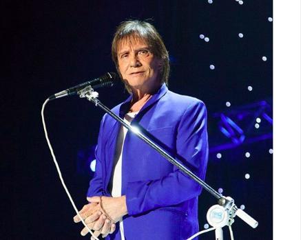 O famoso cantor e contratado da Globo, Roberto Carlos se tornou a pauta do dia do Fofocalizando, do SBT, na tarde desta sexta-feira (Foto: Reprodução/Instagram)