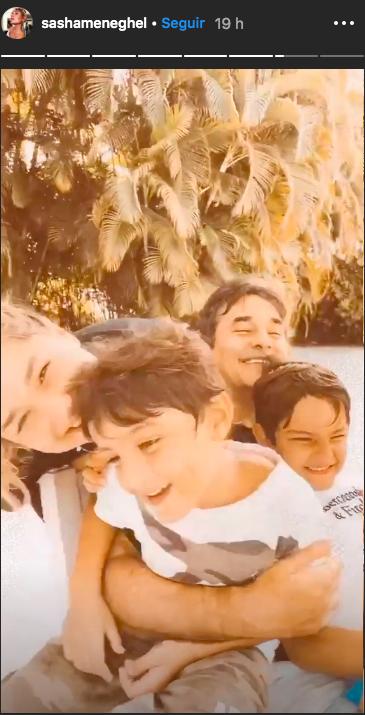 A famosa modelo, Sasha Meneghel e Luciano Szafir, e os dois irmãos,Mikaele David