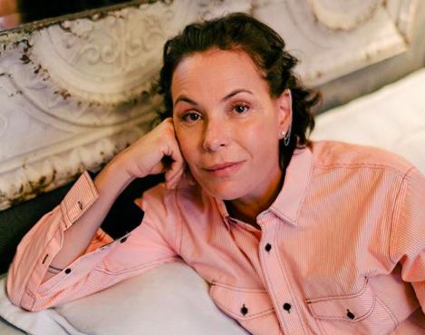 A famosa digital influencer e ex-atriz da Globo, Carolina Ferraz fez com que os seus admiradores fossem à loucura ao compartilhar um clique peladona (Foto: Reprodução/Instagram)