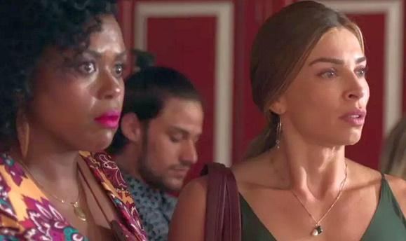 Carla Cristina ao lado de Grazi Massafera na novela Bom Sucesso (Foto: Reprodução/TV Globo)