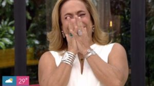 Apresentadora Cissa Guimarães imitou cachorro no Mais Você (Foto: Reprodução/TV Globo)