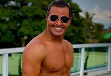 Eduardo Costa virou piada dos internautas após ser acusado de usar Photoshop em foto (Imagem: Reprodução)