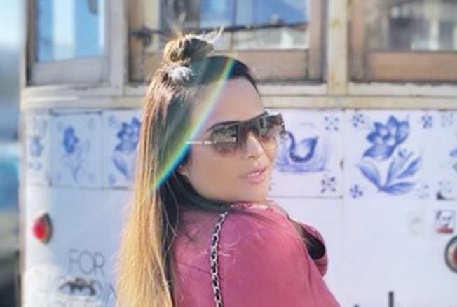 Geisy Arruda deixou os marmanjos enlouquecidos com vestido curto em meio ao frio (Foto: Reprodução)