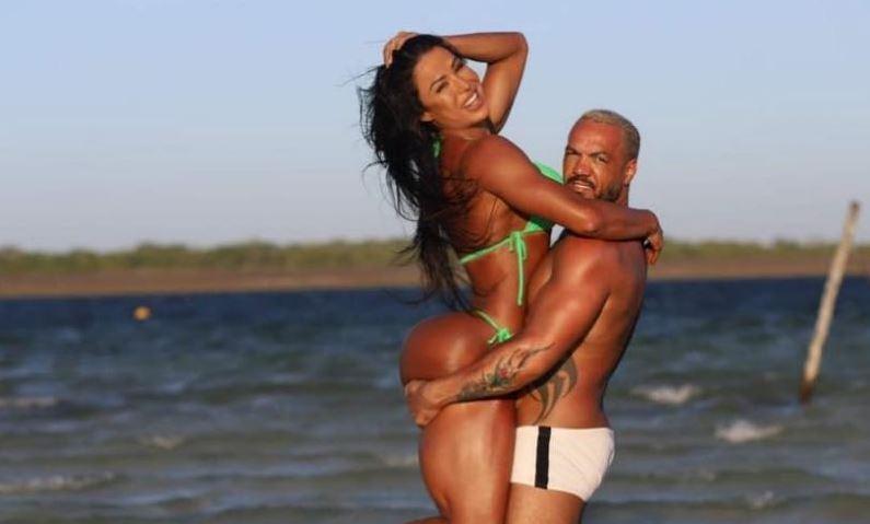A famosa apresentadora da RedeTV!, Gracyanne Barbosa e o cantor Belo falaram sobre sexo nas redes sociais (Foto: Reprodução/Instagram)