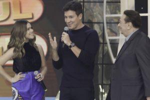 Rodrigo Faro com Maisa Silva e Raul Gil em seu programa na Record, que venceu Eliana na audiência (Foto: Antonio Chahestian/Record)