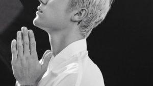 Justin Bieber ministra momento de louvor em igreja que frequenta (Foto: Reprodução)