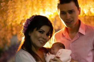 Mara Maravilha e Gabriel Torres posaram com criança nas redes sociais (Foto: Reprodução/Instagram)