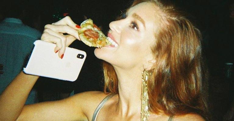 Marina Ruy Barbosa comendo pizza (Foto: Reprodução)
